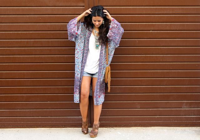 LOOK BOHO CON KIMONO LARGO PULL AND BEAR3