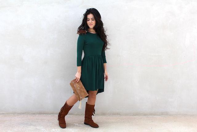vestido verde con bolso caminatta