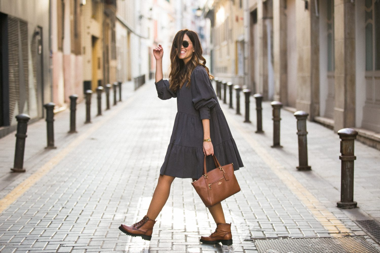vestido camisero zara con botines acordonados de Pepe Menargues